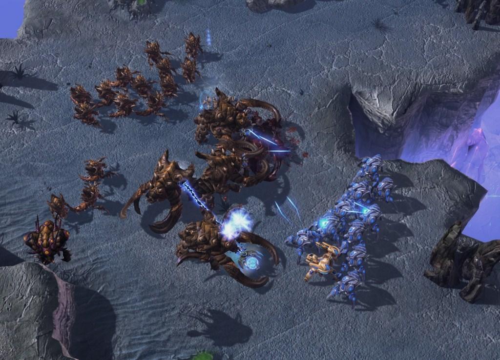 Through Active Shutter Glasses : StarCraft II